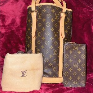 Authentic Louis Vuitton Bucket Bag GM Full Set